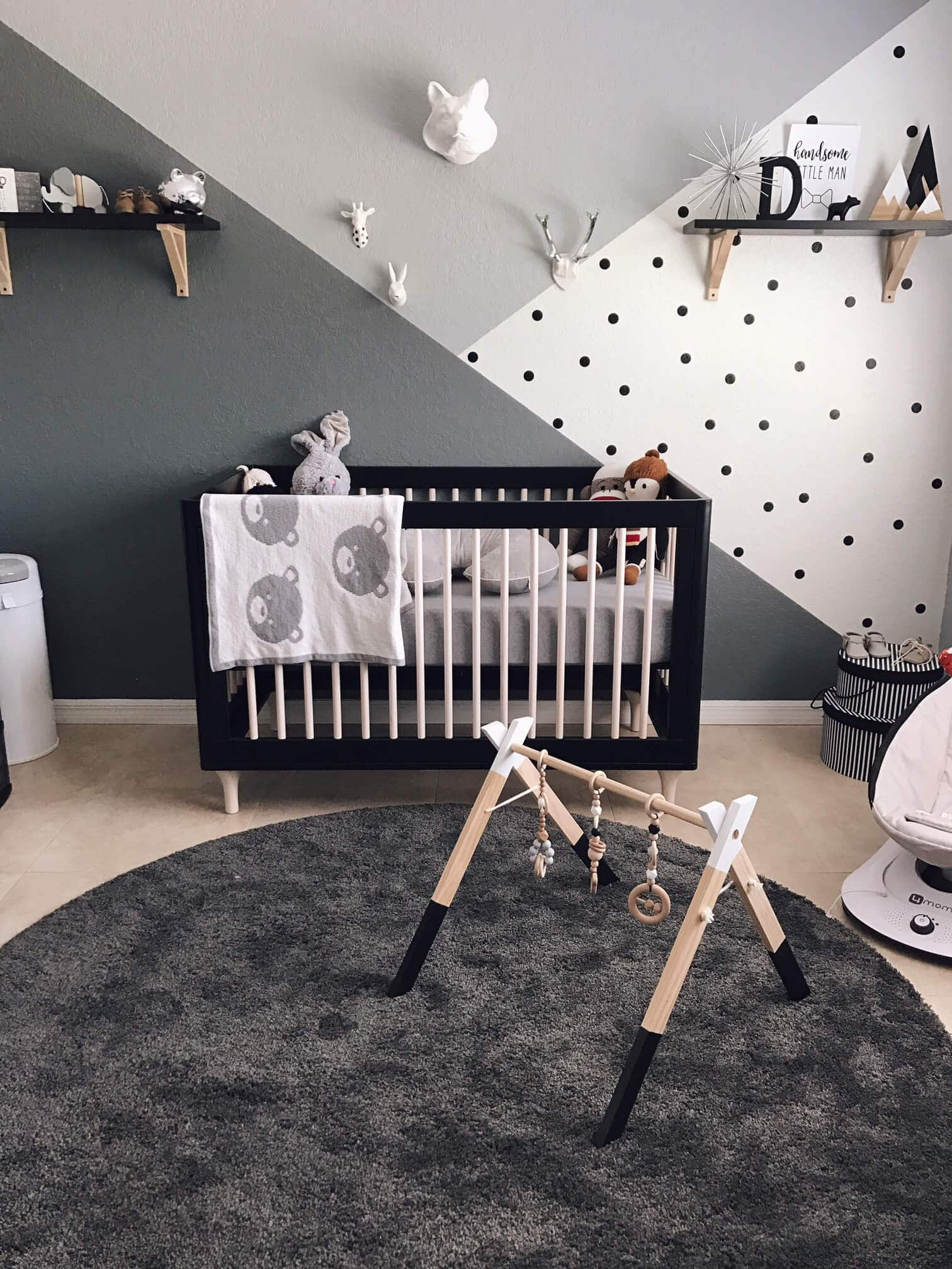 Check out this gender neutral monochrome zoo nursery on project nursery